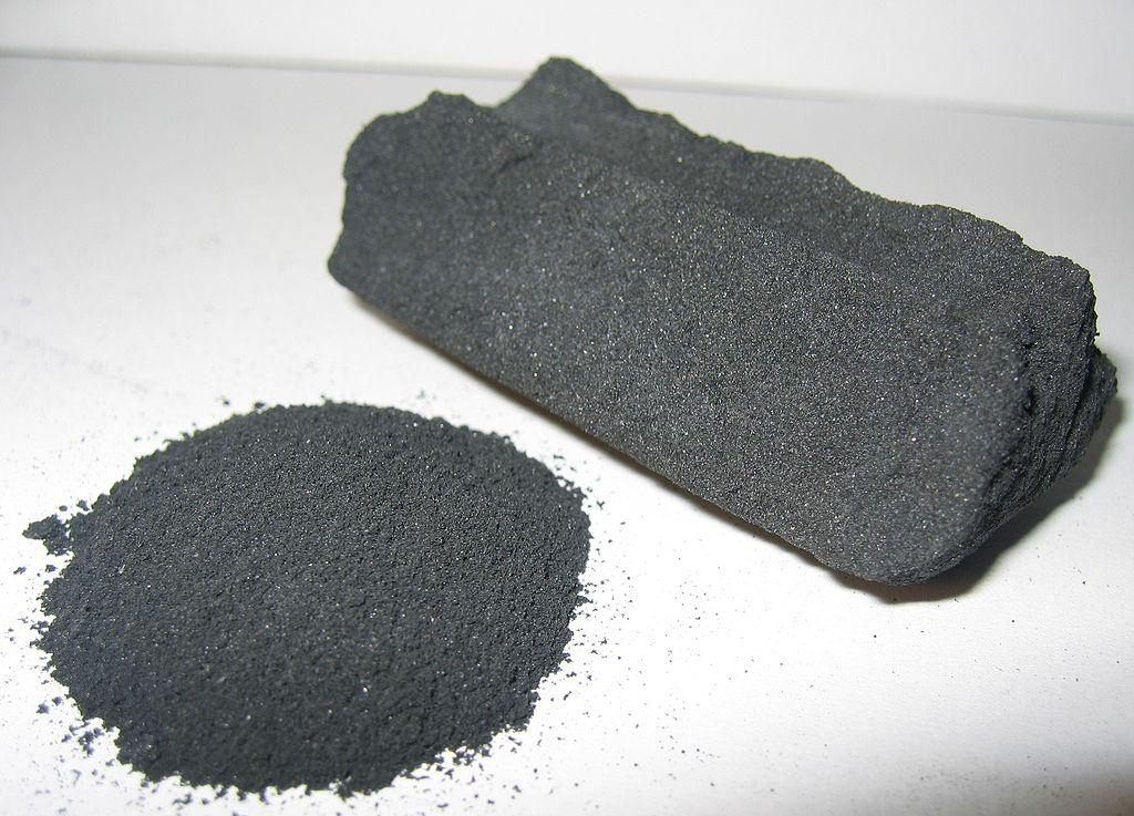 Charbon végétal activé ou charbon actif.