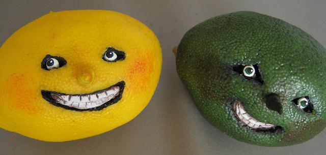 Des légumes sculptés pour afficher un visage humain.