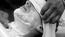 Homme chez le barbier