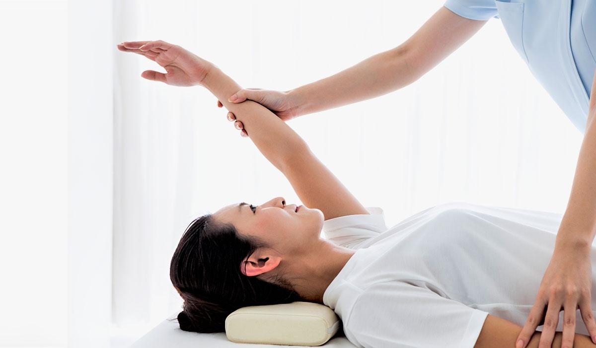 Séance d'ostéopathie.