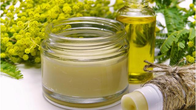 Cosmétiques et huiles essentielles.