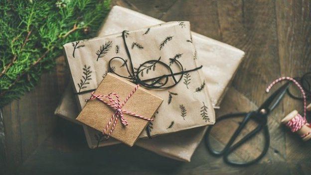 Cadeaux de Noël sous le sapin.